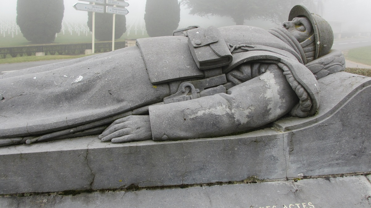 Comment profaner Verdun en cérémonie :